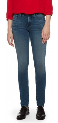 Samantha Slim in medium blue Shape 360 Denim